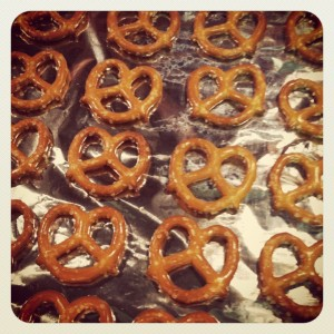 how to make valentine pretzels