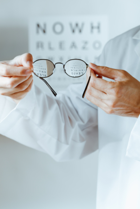 Types Of Eye Glasses For Someone Nearsighted | LIVESTRONG.COM